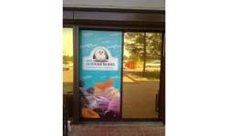 Реклама 33 пингвина на входе т/ц Мандарин